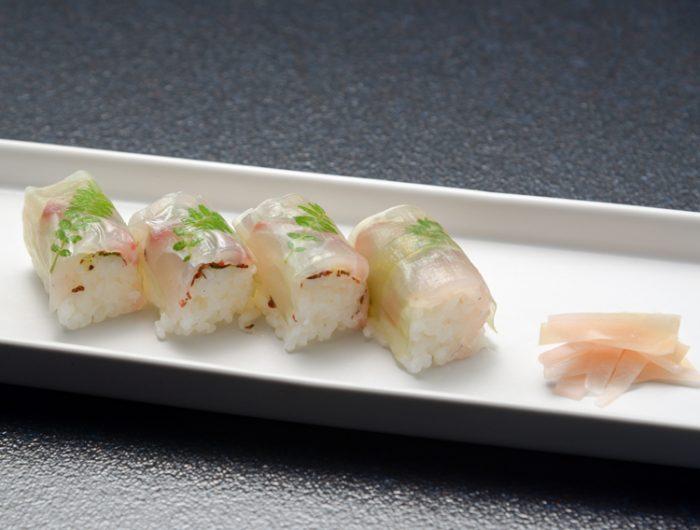 【しそ梅フレークで】梅板と鯛の棒寿司