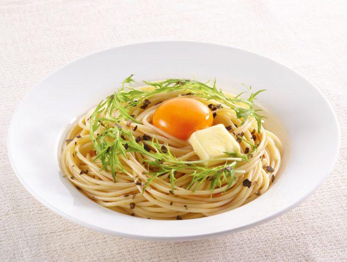 【津田かぶ菜ふりかけで】バター醤油の釜玉パスタ~お鍋1つでできる~