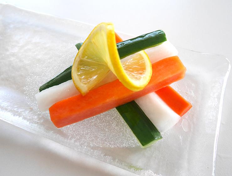 瀬戸内レモンの野菜スティック漬皿盛り