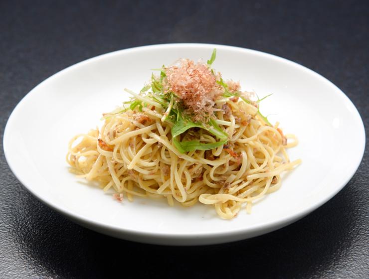 津田かぶ菜漬フレークを使ったペペロンチーノ
