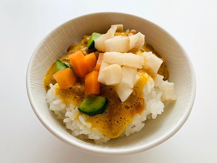 納豆たまごかけご飯・瀬戸内レモンの野菜スティック漬・梅酢しぼり大根バージョン